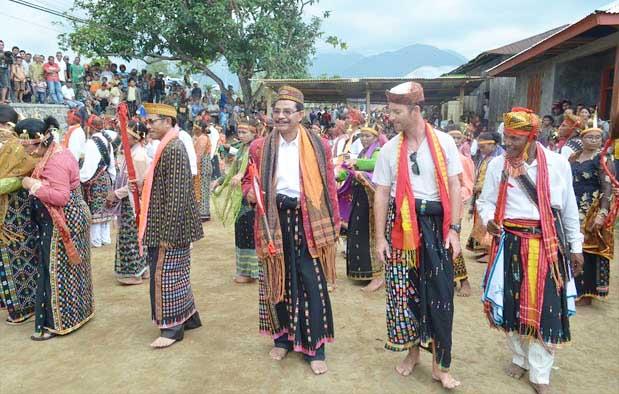 Pakaian Adat Pria Suku Bima