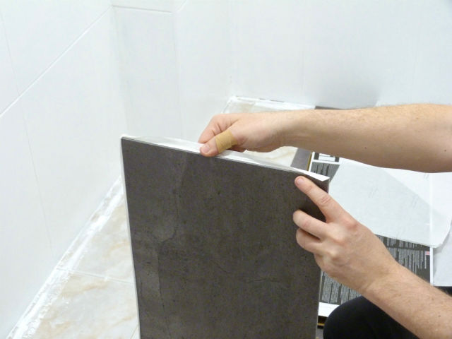 reforma de mi baño sin obras, antes y después. Renovar el baño sin obras. Instalando losetas vinílicas