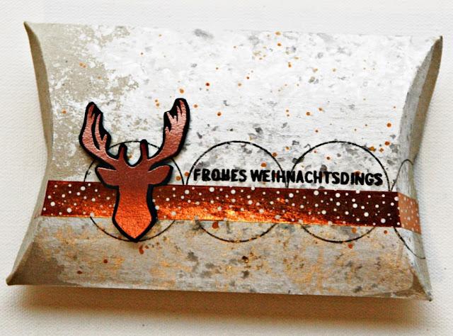 http://danipeuss.blogspot.com/2016/11/mixed-media-weihnachtsverpackung.html