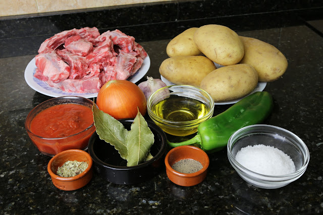 Ingredientes para guiso de patatas con costillas