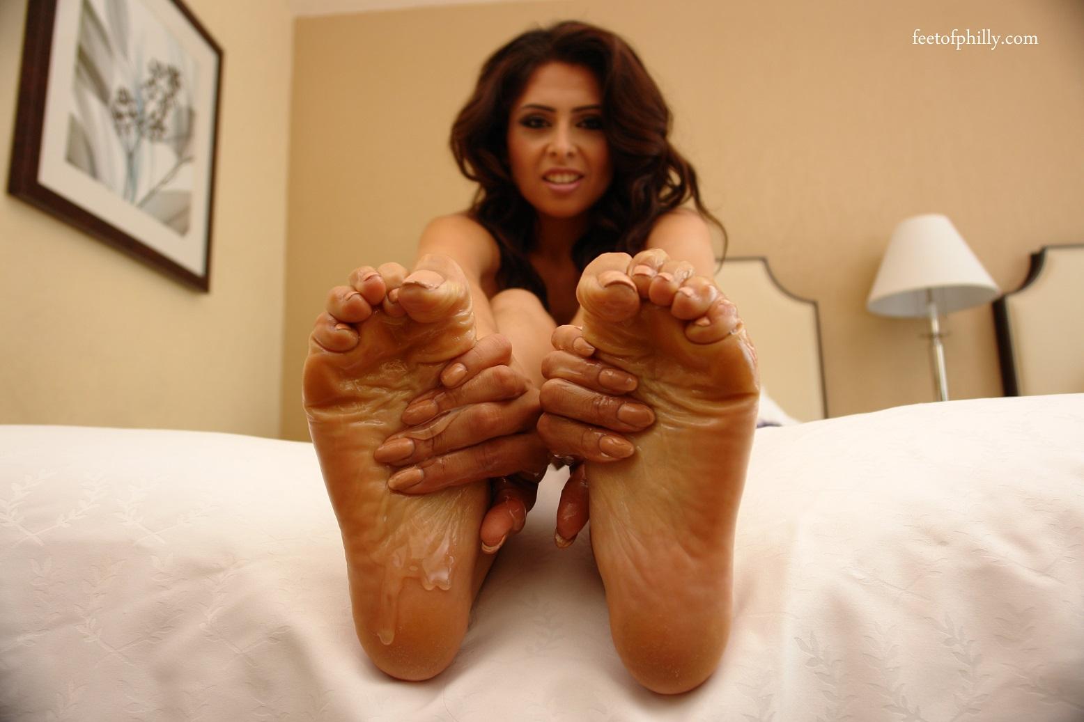 jasmine mendez big feet