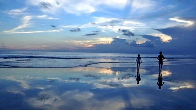 Pantai seminyak bali