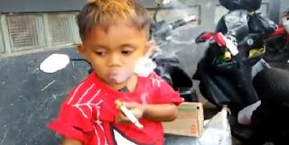 Είναι μόλις 2,5 ετών και καπνίζει 40 τσιγάρα την ημέρα