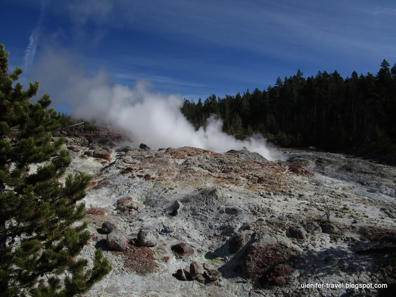 Самый высокий в мире действующий гейзер - Стимбоат Гейзер. Йеллоустоун, Вайоминг (Steamboat Geyser. Norris Geyser Basin. Yellowstone National Park, WY)