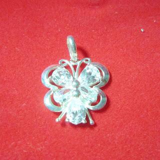www.trangsuc.top - Mặt dây chuyền hoa văn con bướm M005  - Giá: 155,000 VNĐ - Liên hệ mua hàng: 0906846366(Mr.Giang)
