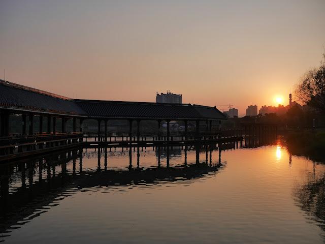 Sunset at Feilai Lake Park in Qingyuan, China