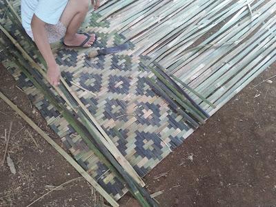 proses pembuatan bilik bambu