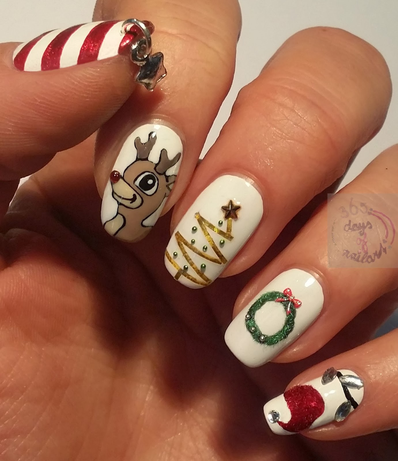 365+ days of nail art: Day 355) Christmas nails with subtle 3D