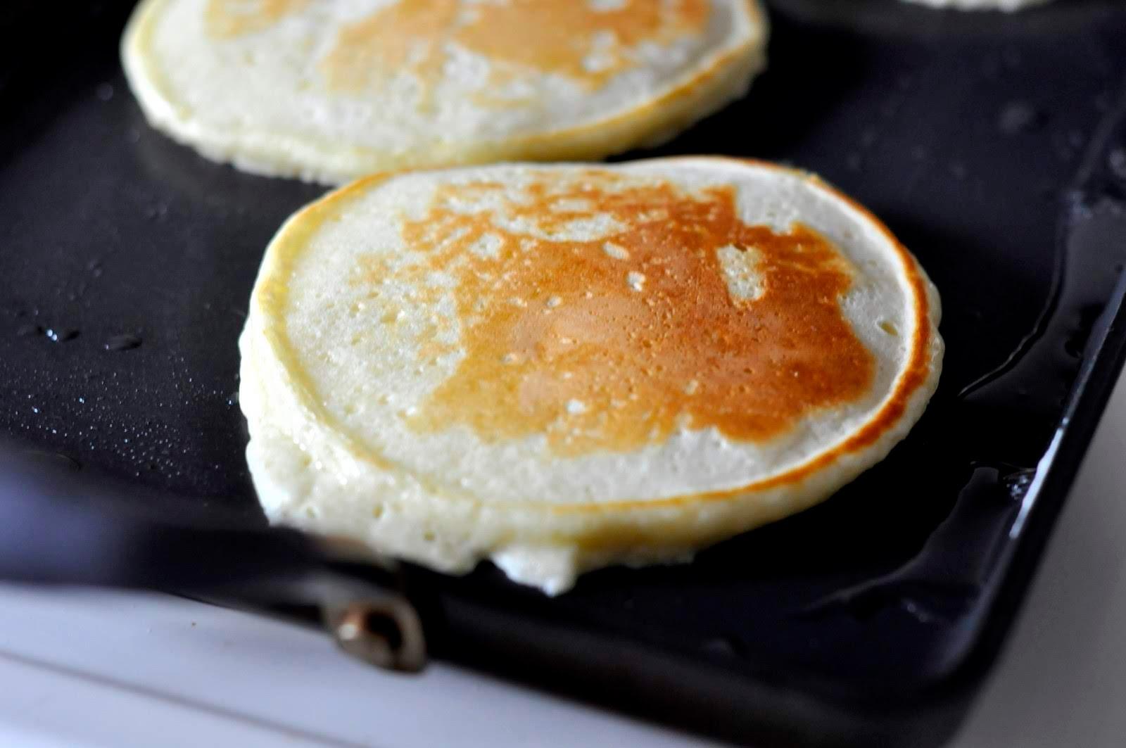 Best-Fluffy-Pancakes-tasteasyougo.com