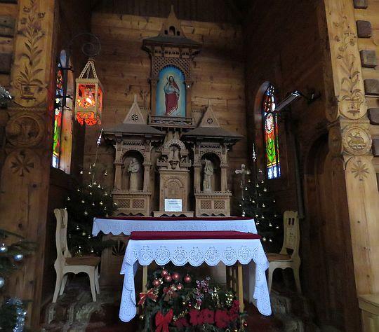 Ołtarz główny w kaplicy.