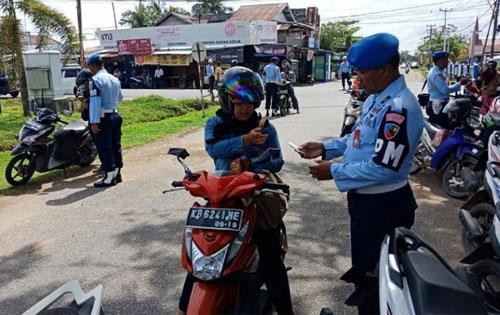 Satuan Polisi Militer Pangkalan TNI AU (Satpomau Lanud) Supadio melaksanakan  Operasi Penegakkan Ketertiban (Giat Ops gaktib). Senin (19/3). Foto Kapentak Danlanud Supadio