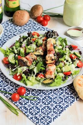http://www.welt-der-rezepte.de/rezept/griechische-haehnchenspiesse-auf-salat-mit-avocadodressing.html