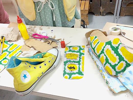 横浜美術学院の中学生教室 美術クラブ 「紙でつくる靴」組み立てる工程1