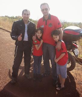 Família que ajudou o Pedro no interior de Goiás.