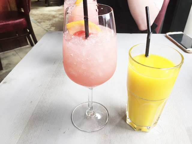 Bills Pink Spritz & orange juice