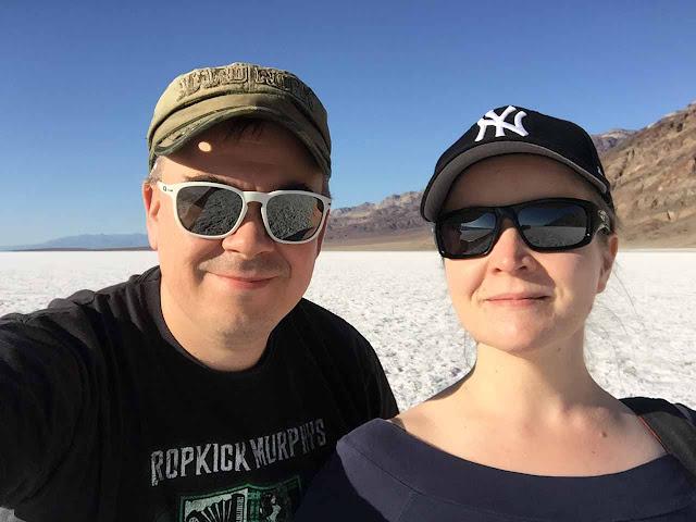 Aavikolla polarisoidut aurinkolasit olivat tarpeen - Tammeloilla tietysti OAKLEYt ;-D