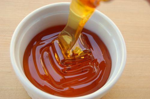 Πωλείται μέλι ελάτου και πεύκου χοντρικής στο Αγρίνιο