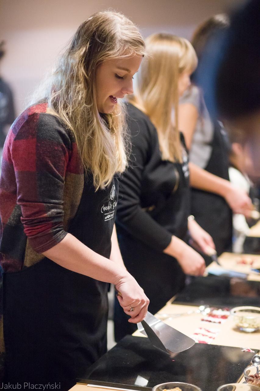 11 jak zrobić własną czekoladę jak powstaje tabliczka czekolady manufaktura czekolady warszawa łódź warsztaty  jak zrobić własne praliny temperowanie czekolady