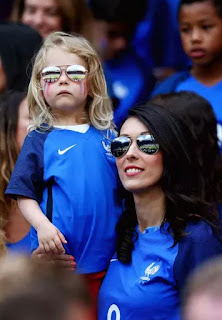 Giroud Wife Jennifer And Child