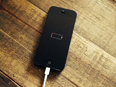 Isi baterai jika sudah di bawah 20%