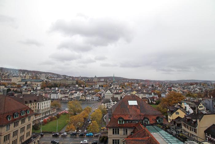 Blick auf Zürich von der Jules Vernes Panoramabar