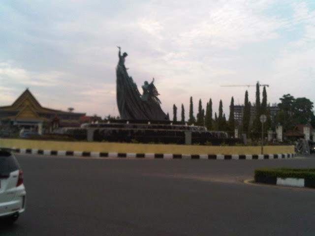 Patung tak Jelas apa namanya, menghebohkan Kota Pekanbaru