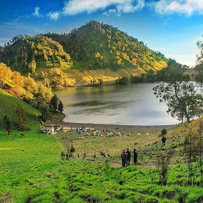 foto pemandangan danau ranu kumbolo