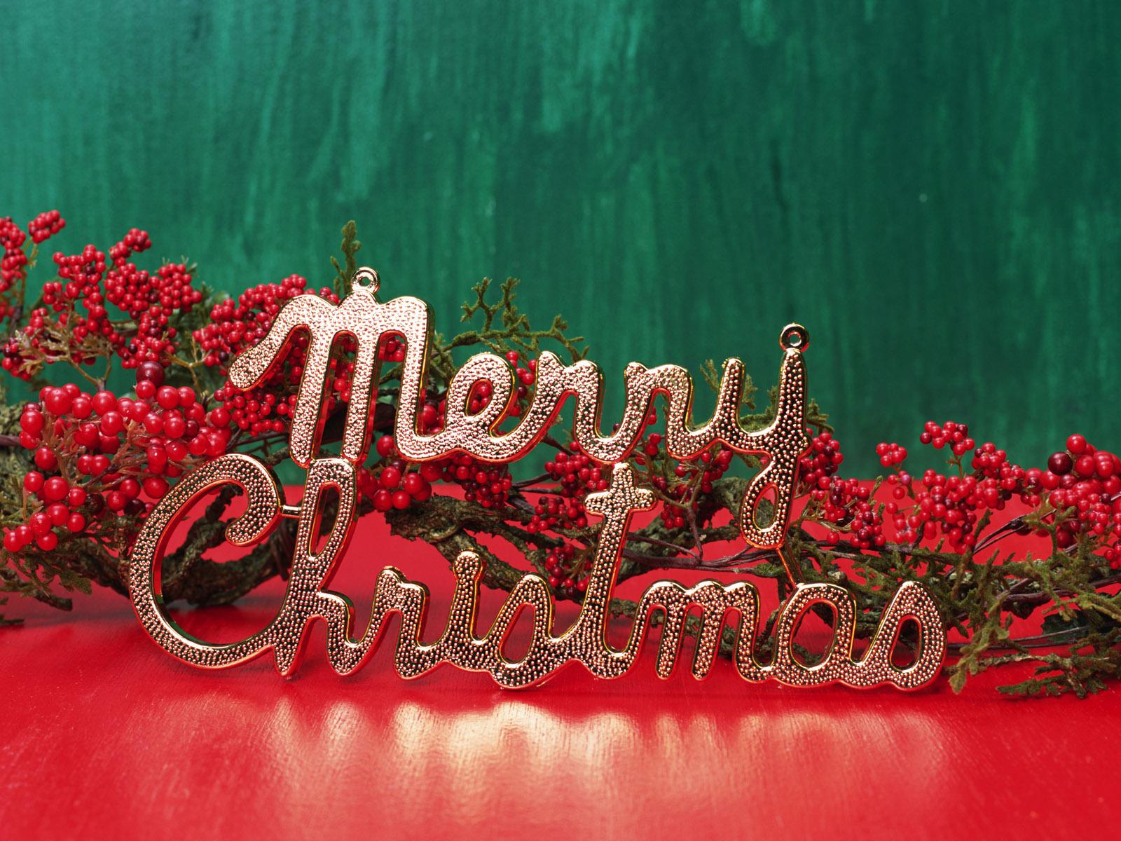 Red And Green Christmas Wallpaper