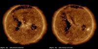 Porównanie rozmiarów dziury koronalnej na podstawie obrazów z Solar Dynamics Observatory w długości fali 193 (lewe) i 211 angstremów (prawe) w trakcie wrześniowego i październikowego przejścia przez tarczę słoneczną. Zdjęcia: SDO