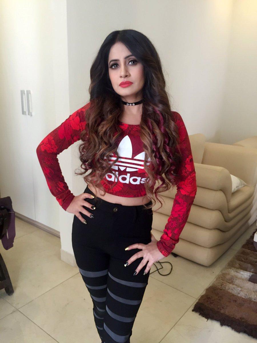 miss-pooja-most-beautiful-singer