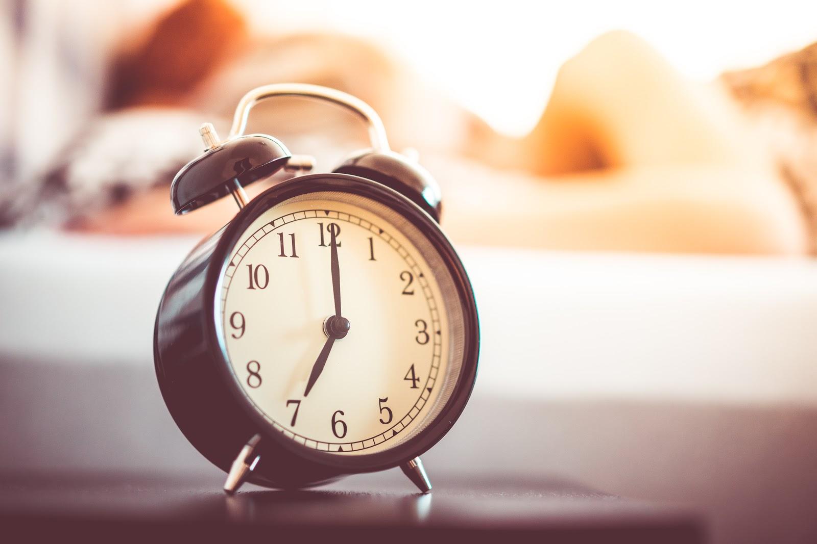 macierzyństwo, wczesne wstawanie, budzik, zegar, za co lubię macierzyństwo