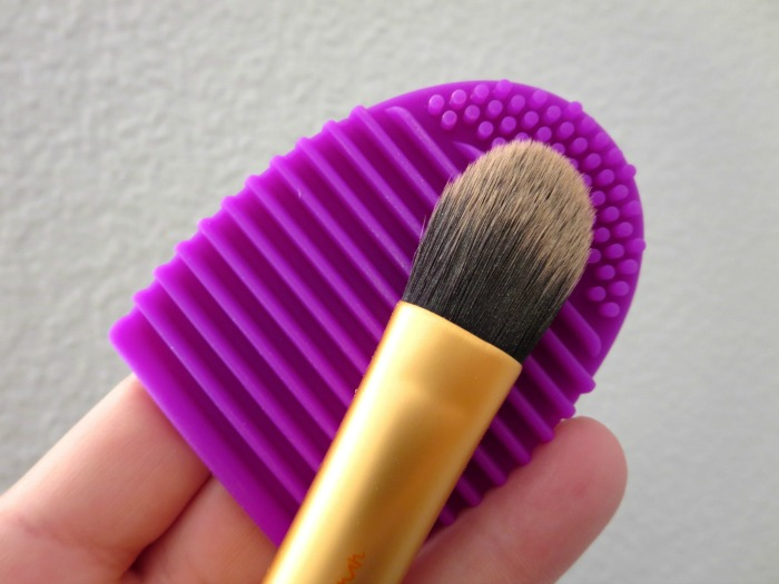Brushegg + Real Techniques foundation brush