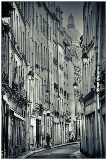 UN LUGAR: Lanterns, Paris, France 1