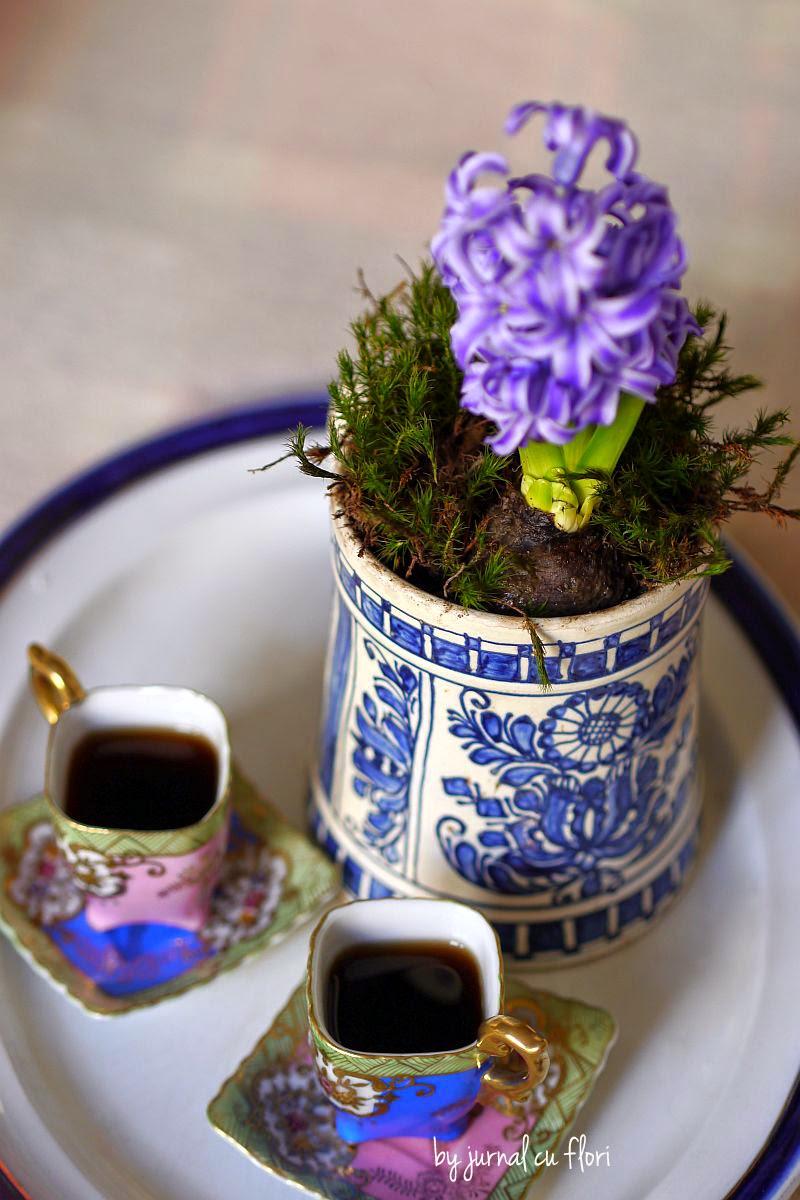 ceramica corund cu floare si cesti de cafea chinezesti