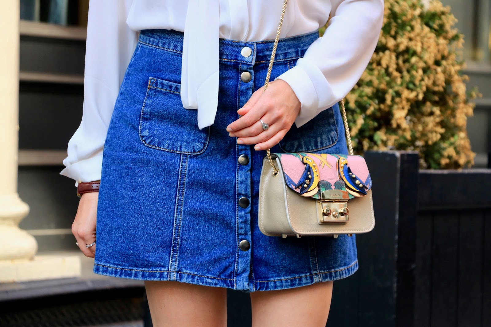 Fashion blogger Kathleen Harper wearing a front-button jean skirt
