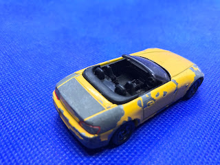 ホンダ S2000のおんぼろミニカーを斜め後ろから撮影