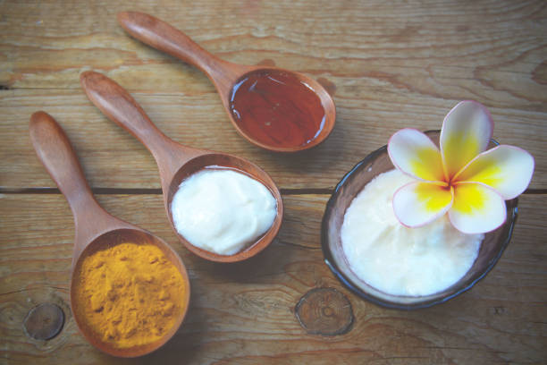Yogurt and turmeric face mask