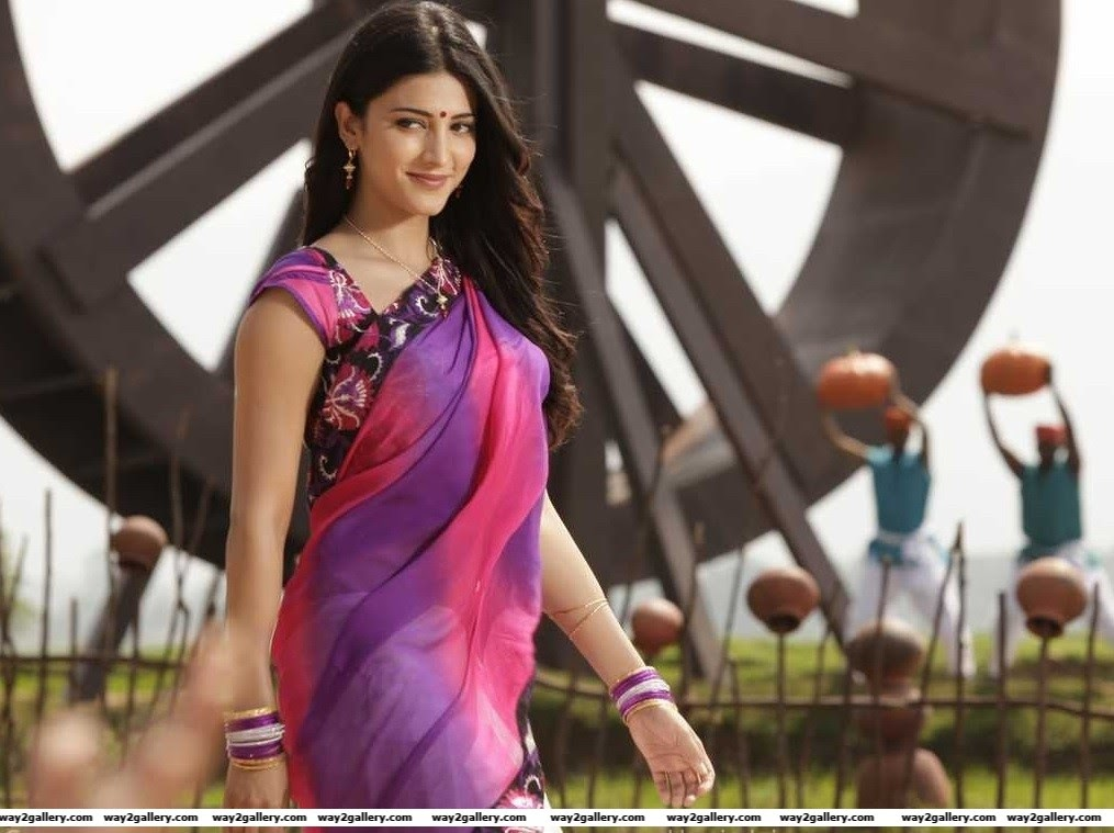 shruti hassan hot saree stills