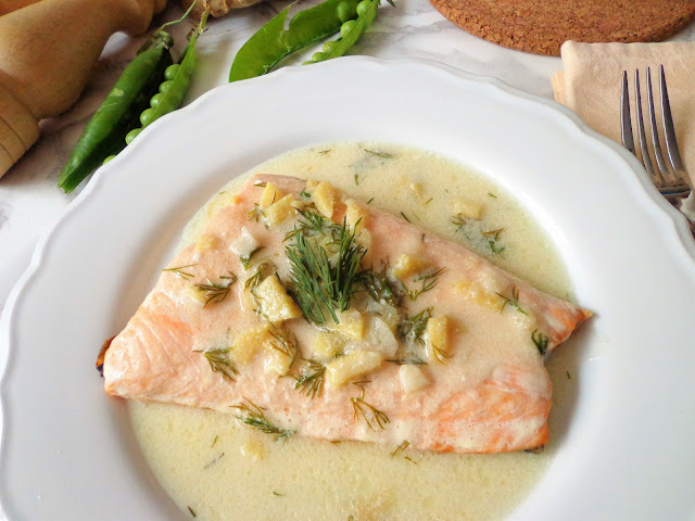 Łosoś na parze z sosem imbirowym (Salmone al vapore con crema di zenzero)