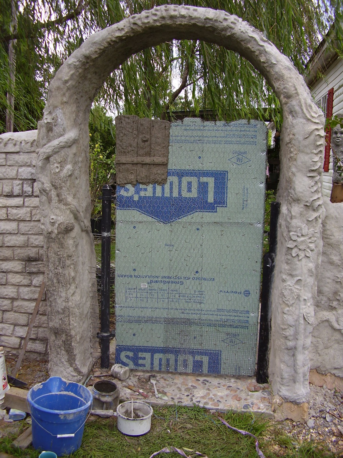Low Rent Renaissance Vermiculite Concrete Gate 1