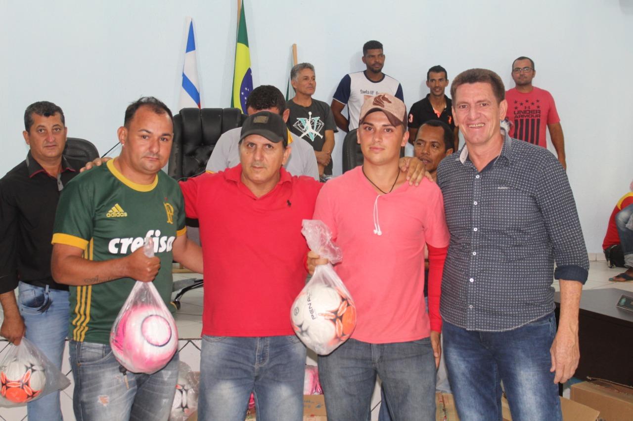... das equipes de futebol de todo o município na Câmara Municipal de  Vereadores 65a568a2bea23