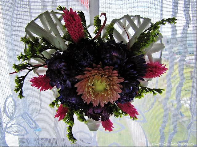 Dekoracja z wikliny i suszonych kwiatów