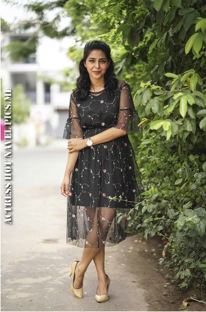 Aishwarya Lekshmi Hot Thighs Photos
