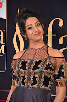 Sanjjanaa Galrani aka Archana Galrani in Maroon Gown beautiful Pics at IIFA Utsavam Awards 2017 14.JPG