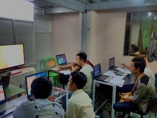 Smart-7 Mobile Service& Training Centre မိုဘုိင္းဖုန္း ျပဳျပင္သင္တန္း အပတ္စဥ္ (2) Section B အား 16-2-2016 ရက္ေန႕မွစၿပီး  စတင္တက္ေရာက္ႏုိင္ပါပီ.