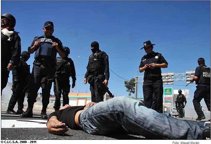 Resultado de imagen para 12 de diciembre de 2011, represión a normalistas de Ayotzinapa