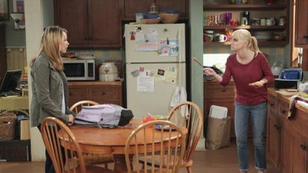 Mom - Season 1 Episode 04: Loathing and Tube Socks