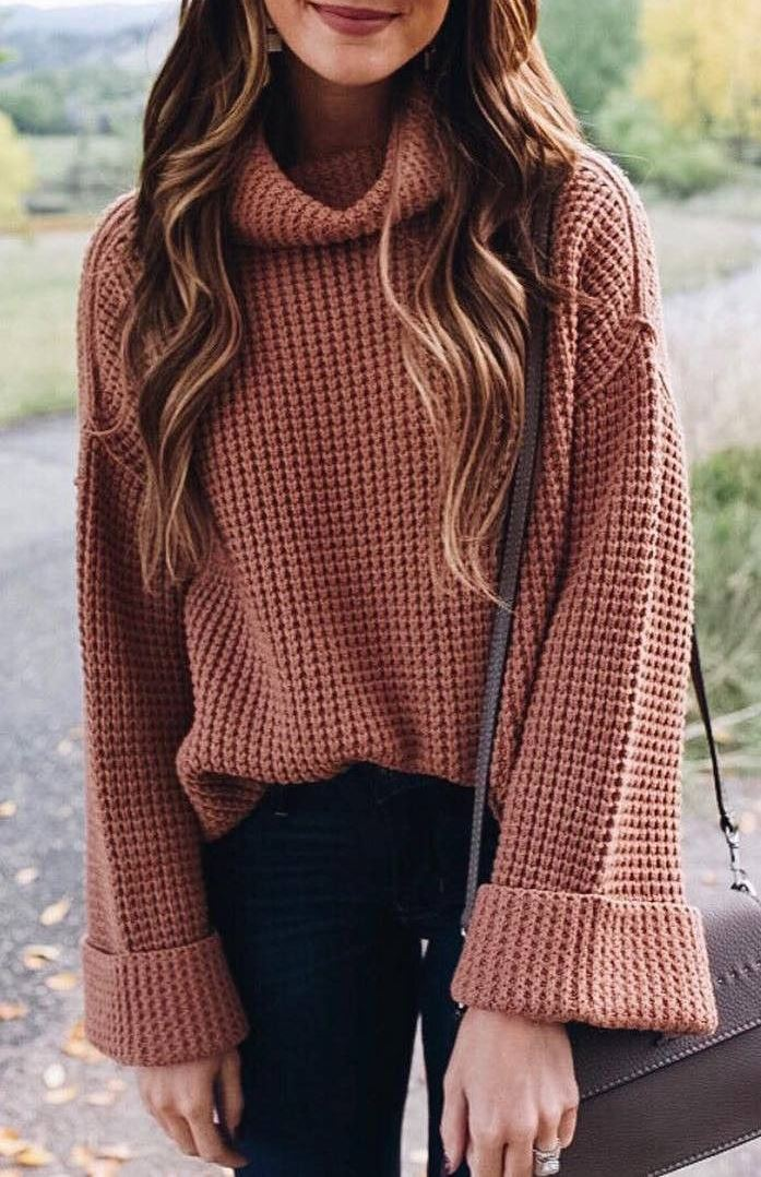what to wear with a knit sweater : bag and black jeans