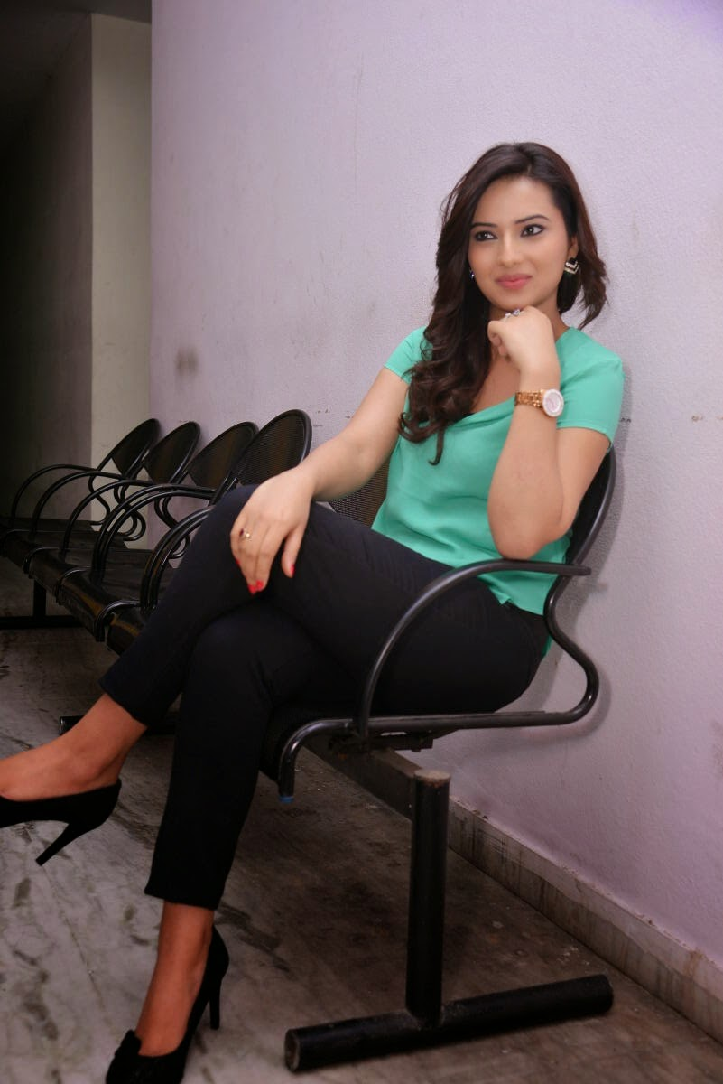 Isha chawla glamorous stills-HQ-Photo-22