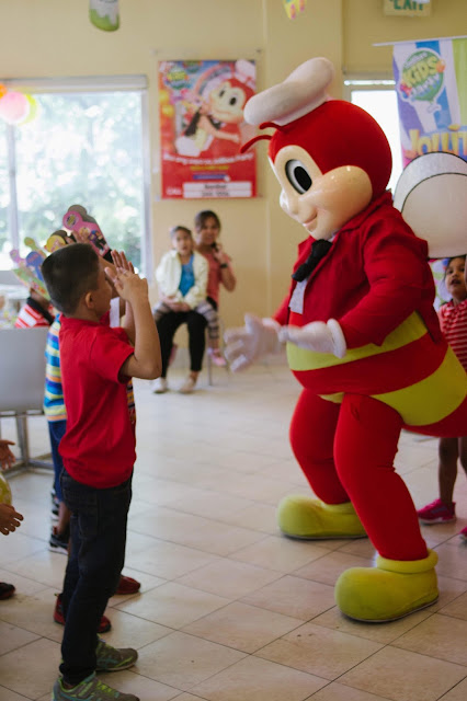 Dance One on one with Jollibee